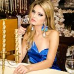 Гламурный стартап: красивые украинки едят в ресторанах даром.
