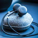 Google сделал наушники, которые на лету переводят речь с 40 языков мира