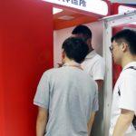 Китайский стартап установит на улицах и в метро тысячи миниклиник с ИИ-врачом